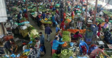दसैं नजिकियो : व्यापारीले दैनिक उपभोग्य वस्तुमा मनपरी मूल्य लिएर उपभोक्तालाई ठग्न थाले
